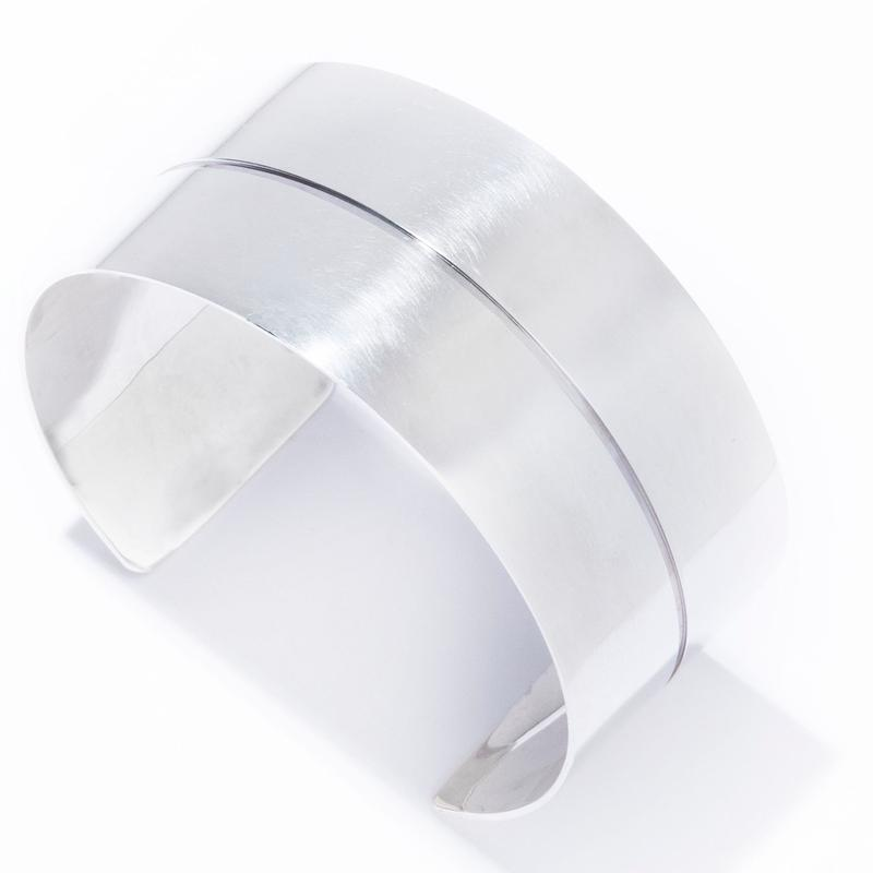 the line medium cuff