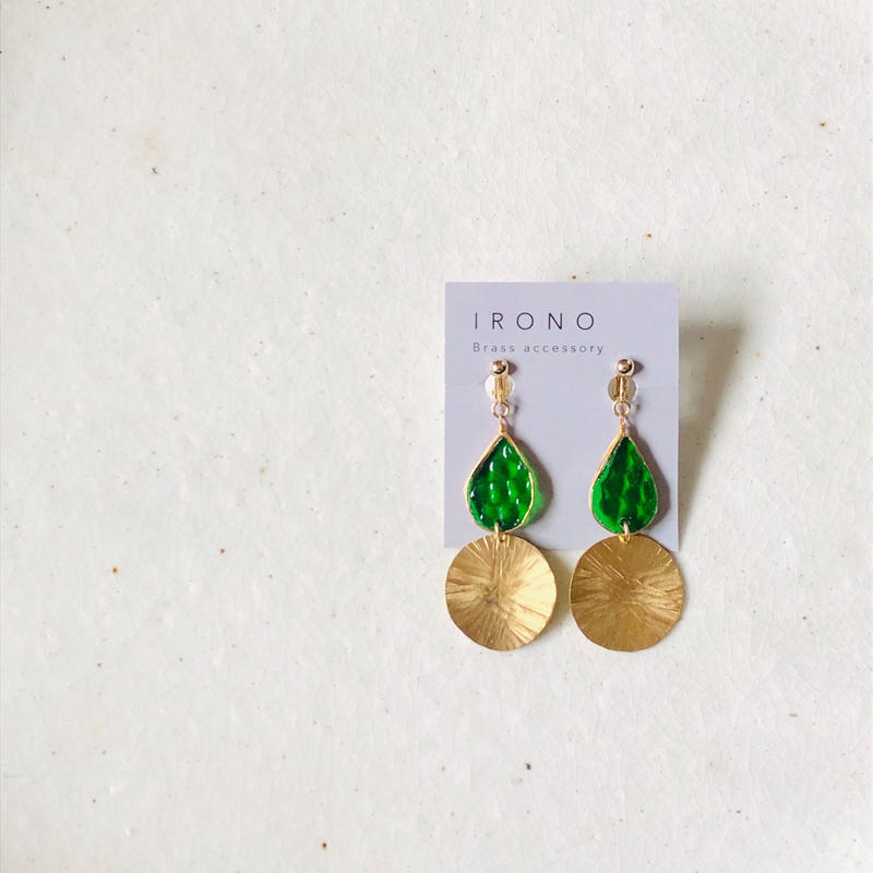 stained glass × brass  swing Green ピアス / イヤリング
