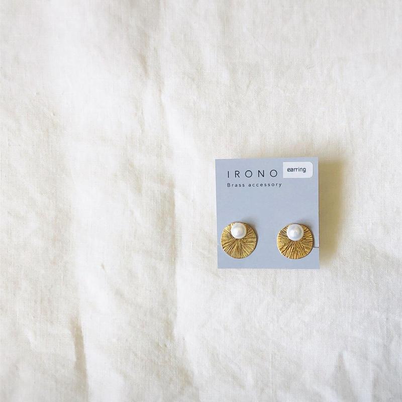 small sun brass  淡水パールピアス / イヤリング