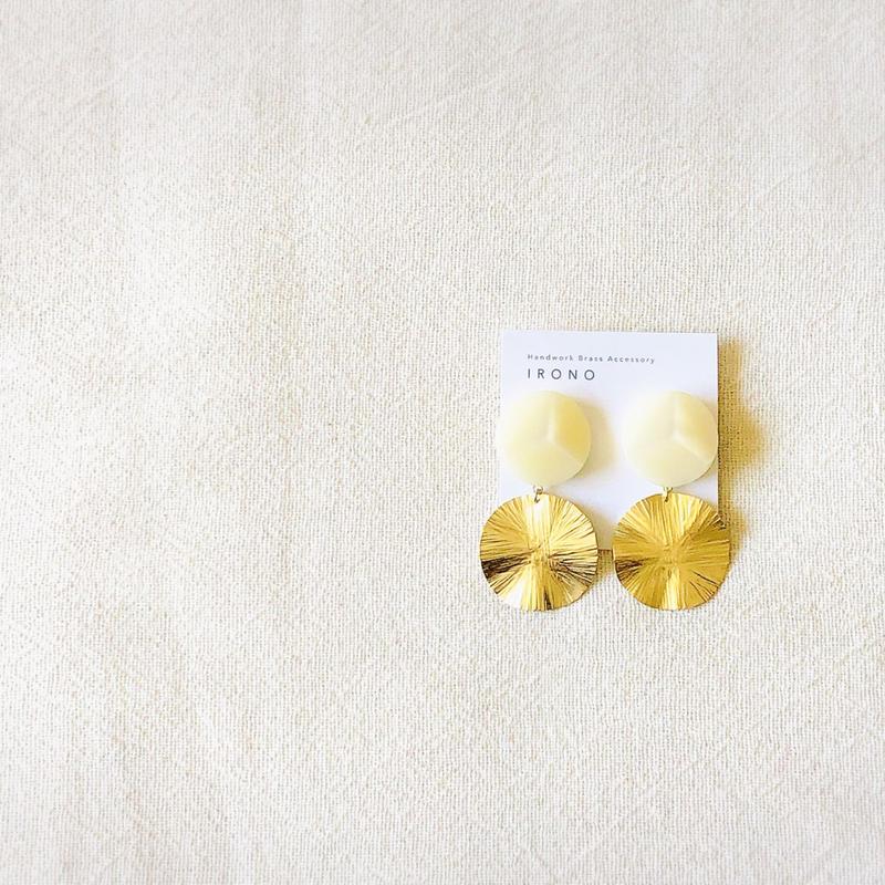 sun brass × vintage white  ピアス / イヤリング