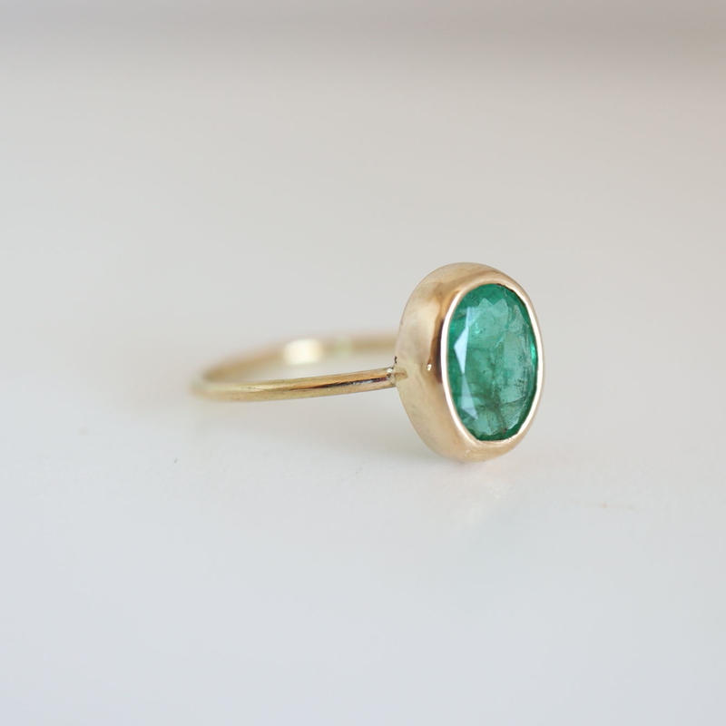K18  EMERALD OVAL RING