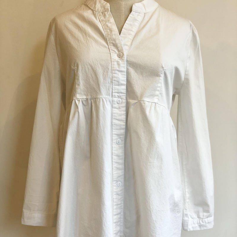 ホワイト コットンスタンドカラーシャツ