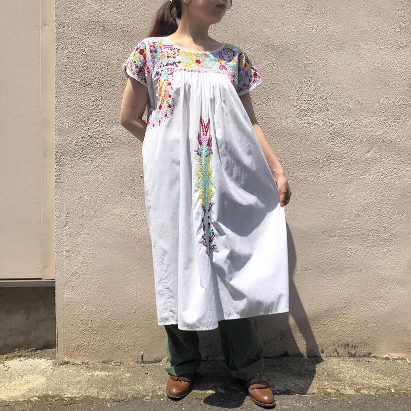サンアントニーノ刺繍ワンピース