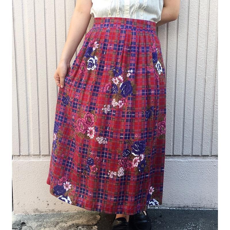 チェック×フラワー柄スカート
