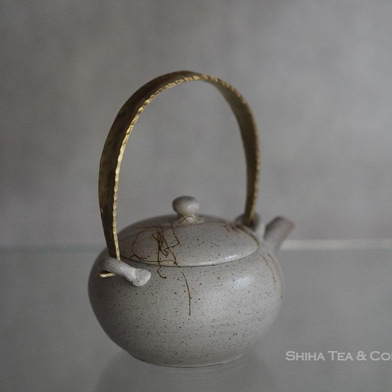 Jinshu White Seaweed Metal handle small teapot, Tokoname, Japanese Kyusu