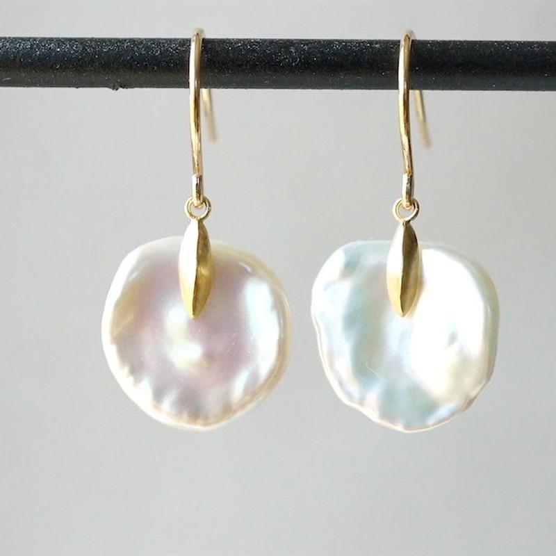 Freshwater pearl earrings / Flat / Dagger