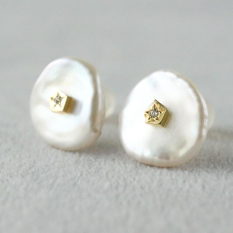 Freshwater pearl earrings / Flat / Dia