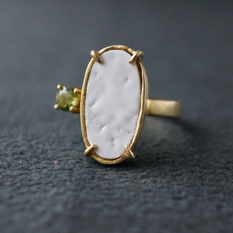 Vintage tile ring / White / Peridot