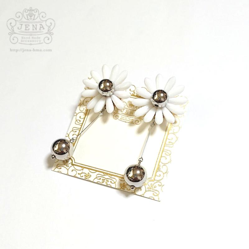 Margaret Flower 【white × silver】イヤリング/ピアス