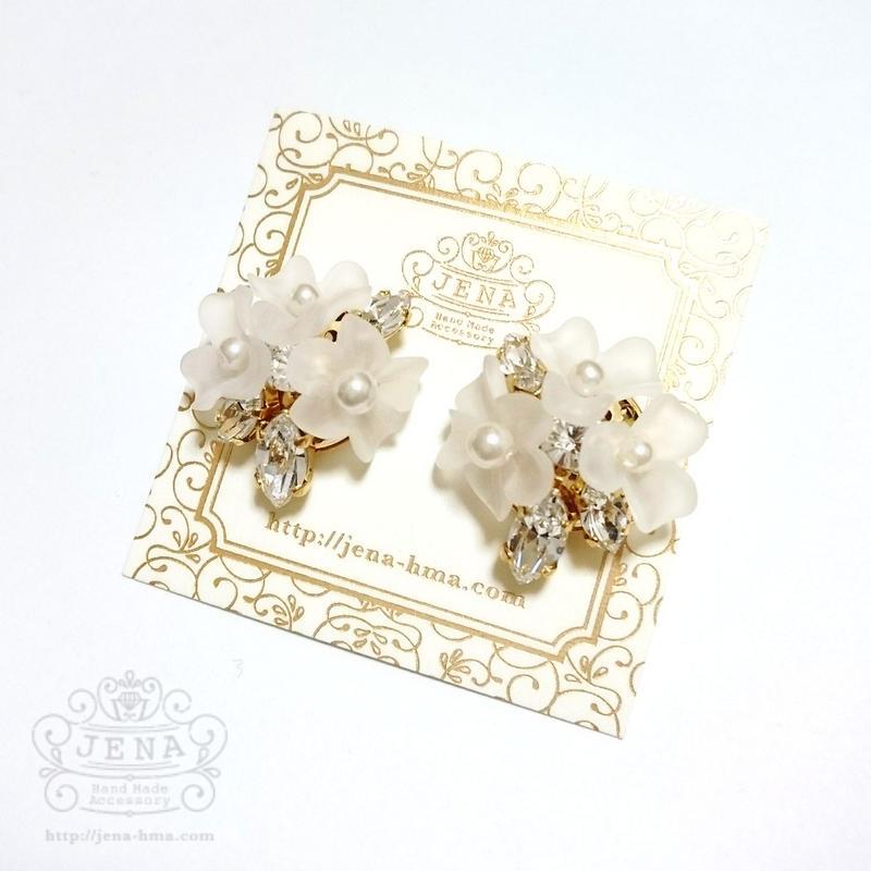 Triple flowers 【white】イヤリング/ピアス
