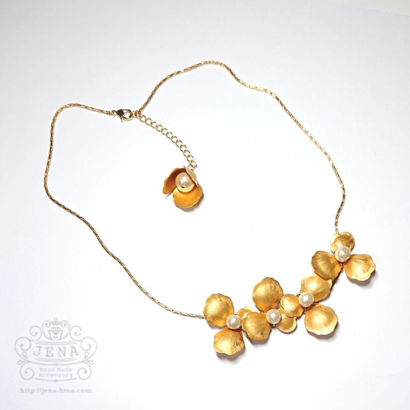 Antique petal & pearl necklace