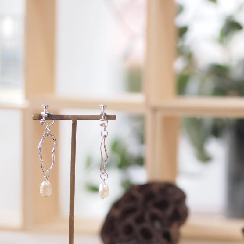 淡水パールとシルバーのイヤリング