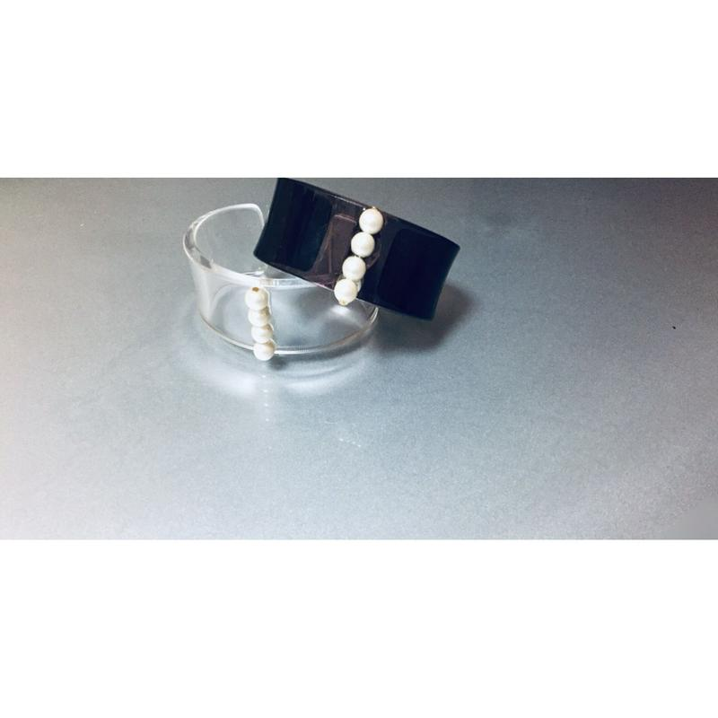 br-9  acrylic bangle.---clear,brown smoke