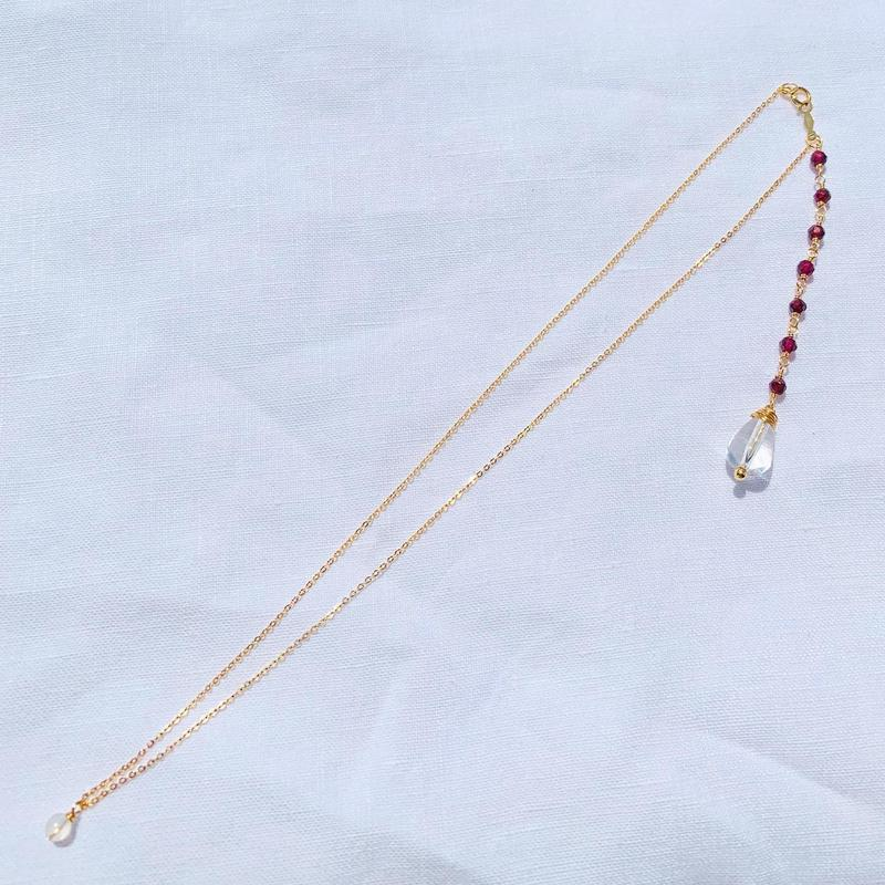Garnet × Crystal back chein  necklace