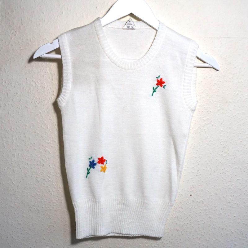 Knit Vest White Flower