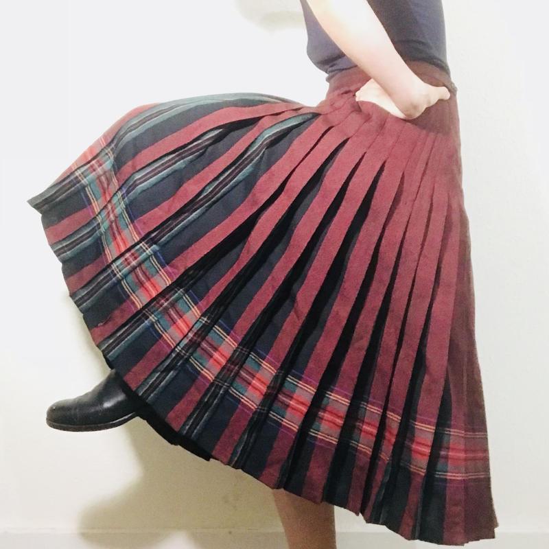Vintage Pleats Skirt Red/ Black
