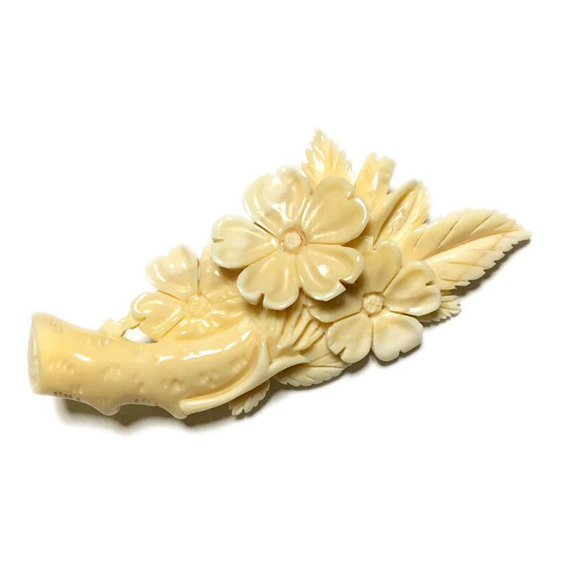 泉舟 作 鯨歯ブローチ 桜の木 8050
