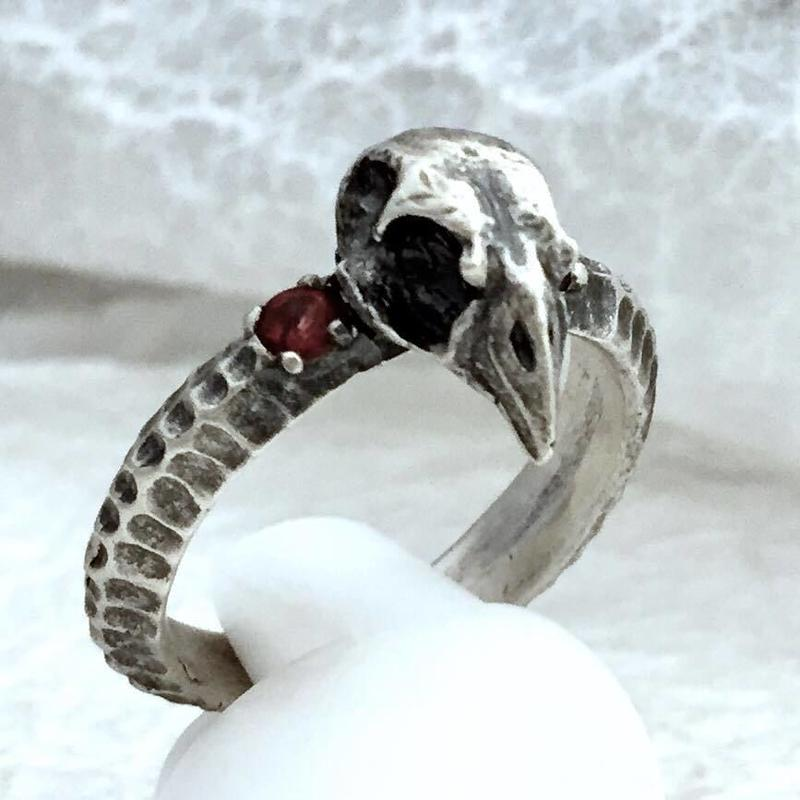 crow's spine ring/a[philosophy room]