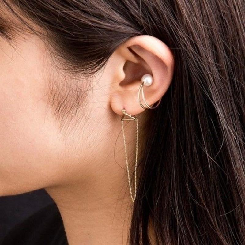 10金チェーントライアングルピアス[Elenore Jewelry]