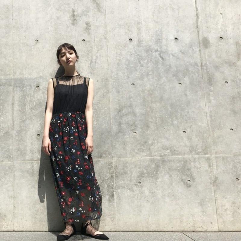 100317 / 刺繍エプロンワンピース