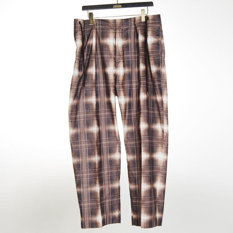 CHECK  CENTER PRESS TUCK PANTS(BROWN)