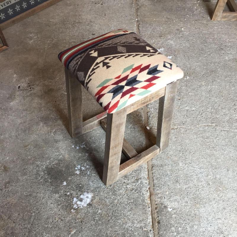 インディアンブランケットロッキングスツール