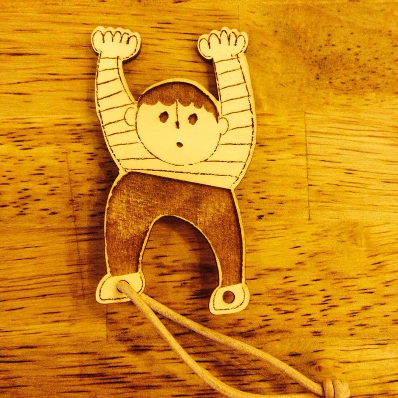 木のオーナメント/少年バンジー