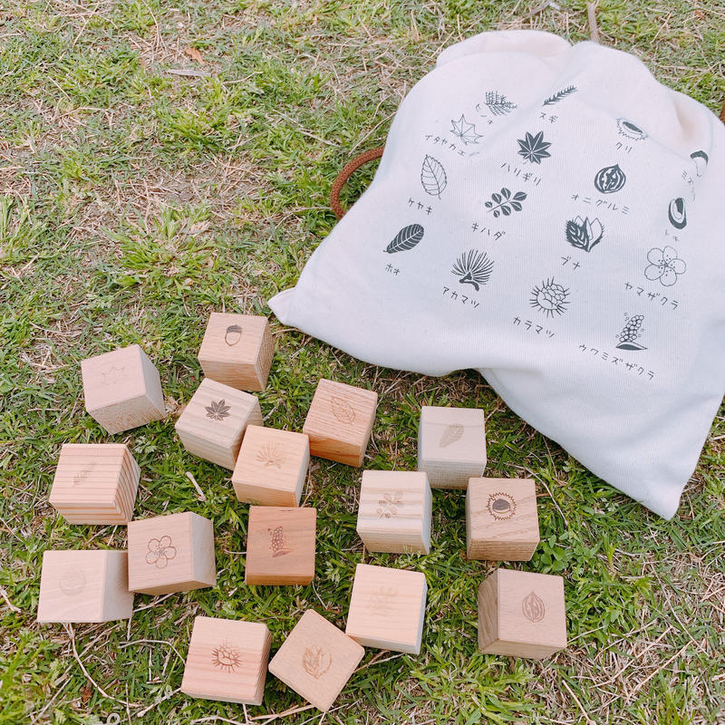 もりのめぐみ「四角い積み木」32個(16樹種×2)セット 樹種で神経衰弱ができます。