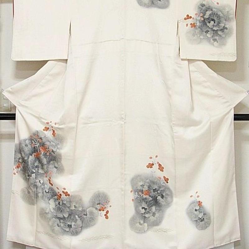 【附下げ】袷着物 紋綸子/刺繍入り ツワブキ/154cm前後ベスト★アイボリー【美品】