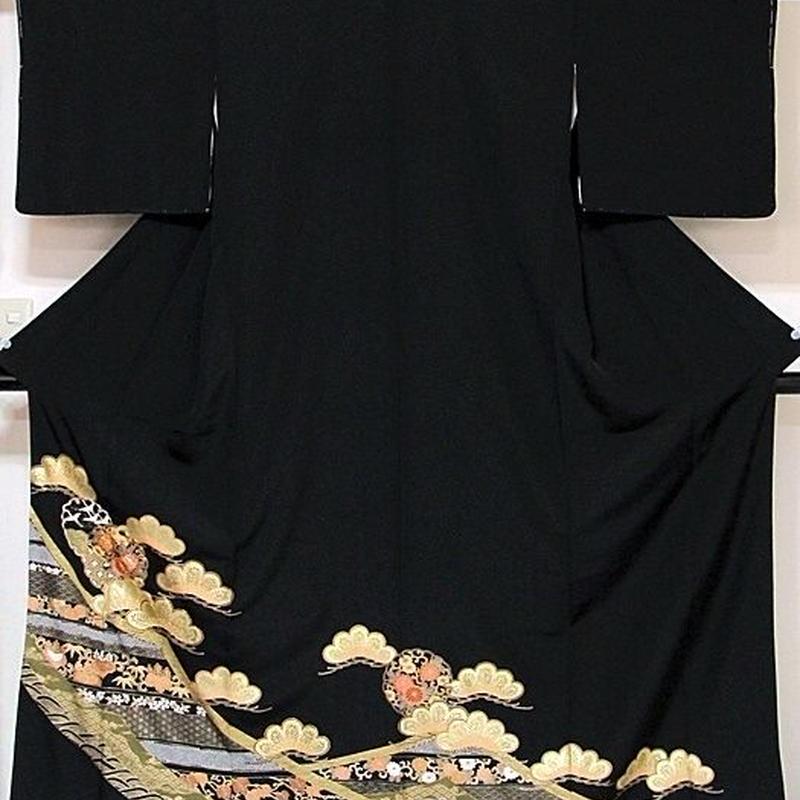 【新古】【黒留袖】石持ち 正絹比翼 刺繍 波に松 雪輪☆162cm前後の方ベストサイズ【美品】訳アリ
