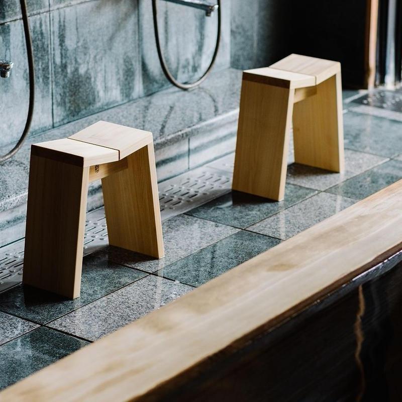 木曽の檜でつくった風呂椅子