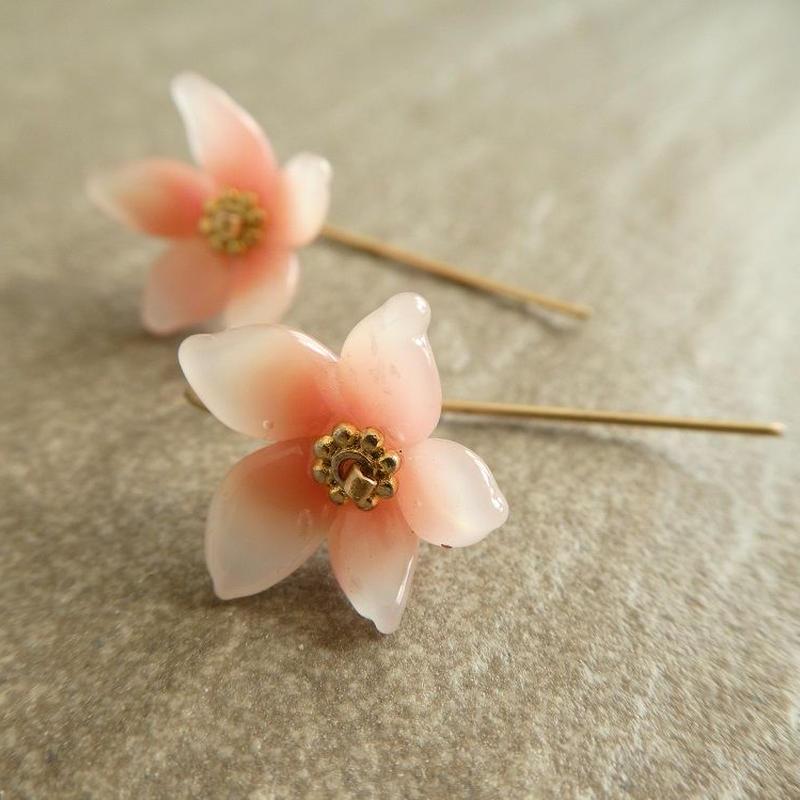 大人の甘くないホンノリ桜ピアス