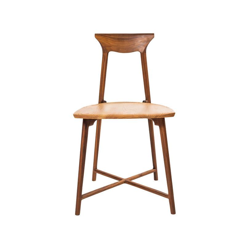 2000gの椅子