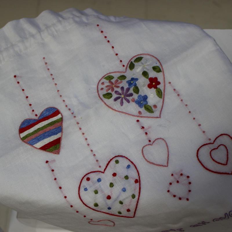 ハートの刺繍が可愛い大きい巾着・ポーチ〔ベトナム〕