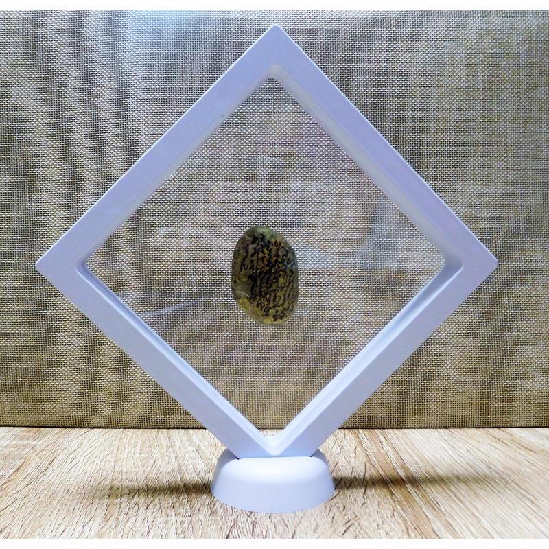 宇宙意思との共鳴共振「地球の石(意思)」白Ⅲ フレーム:一辺㎝厚さ2㎝ 高さ21㎝