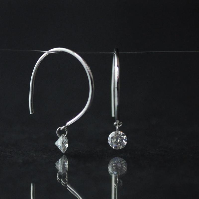 【anq.】K18ホワイトゴールド・0.2ctダイヤ スイングピアス