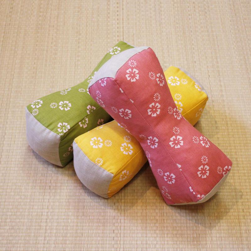 つつみ枕(桜小紋)