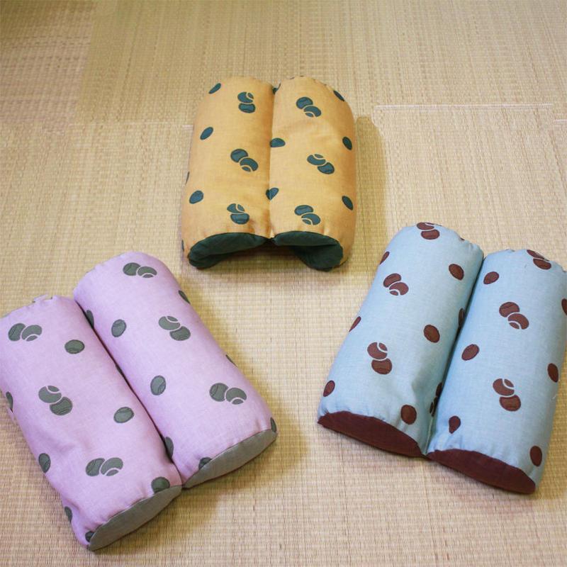 かまぼこ枕 (小手鞠)