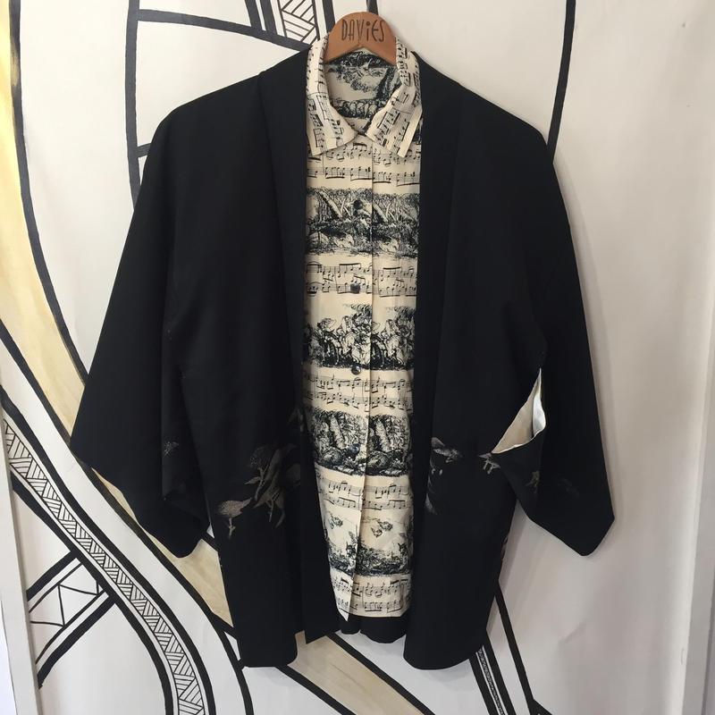 【KIMONO】ヴィンテージ 刺繍 ブラック 着物 羽織 ガウン