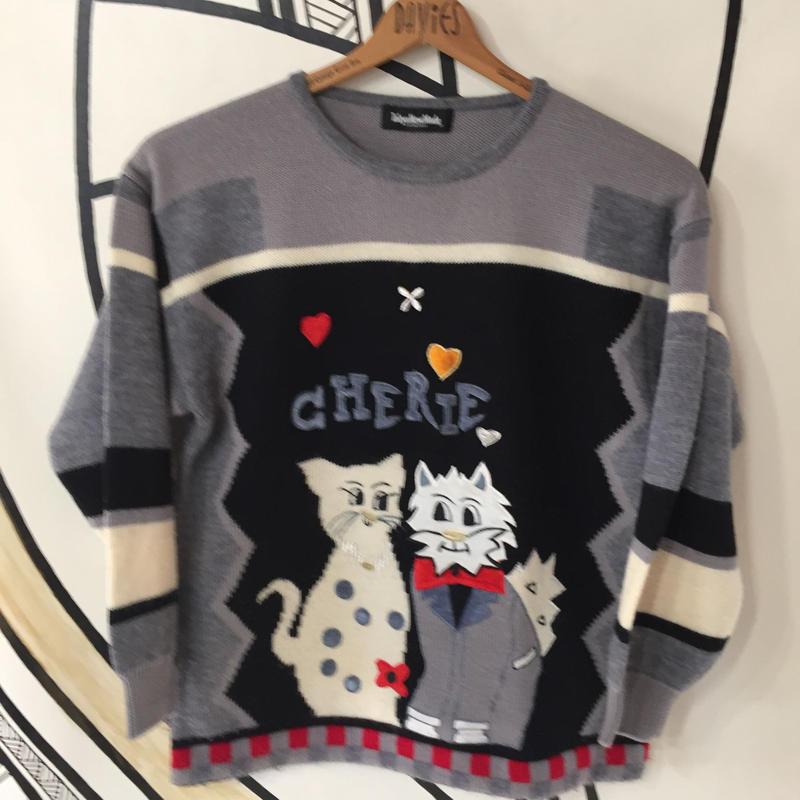 【個性的】レトロ猫刺繍ド派手セーター