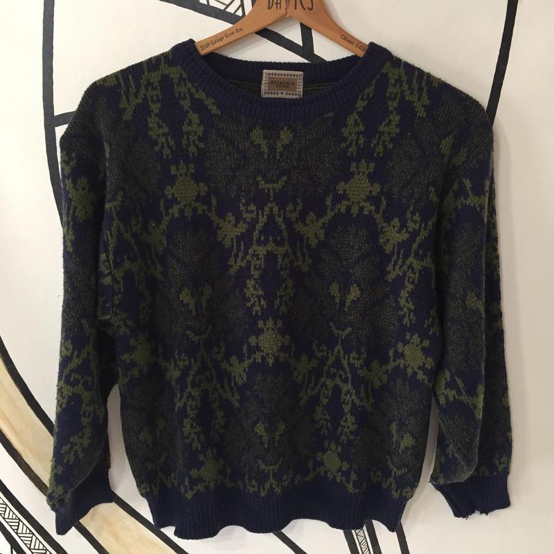 【奇抜】幾何学模様ネイビーセーター