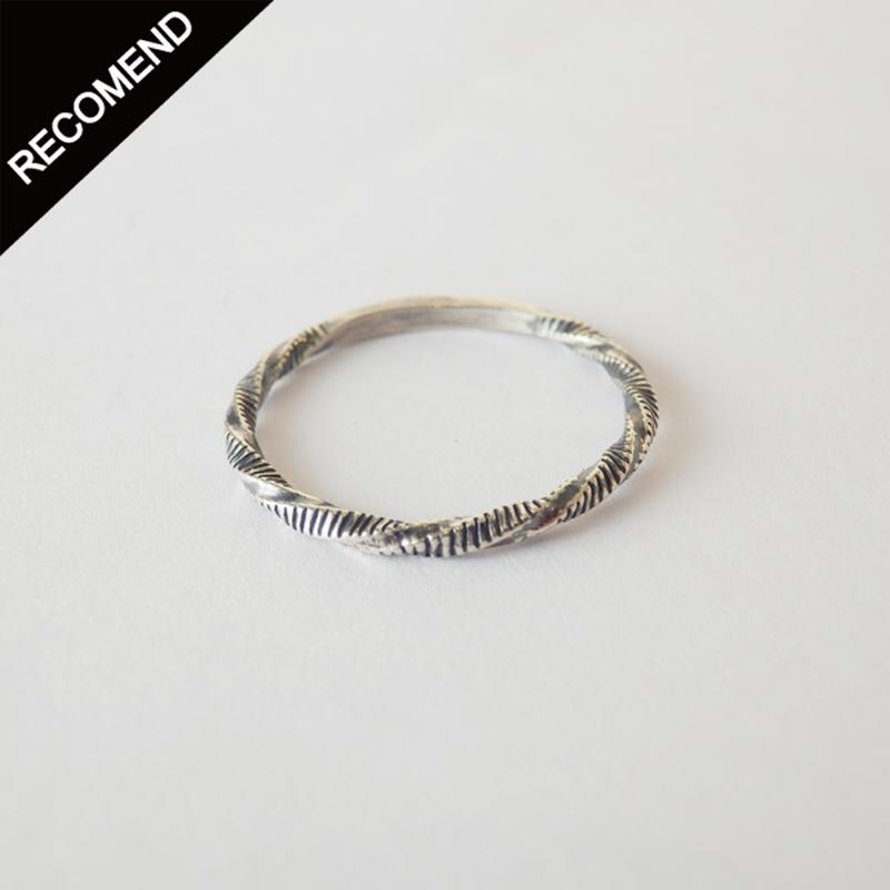 THEFT - narrow twist line ring