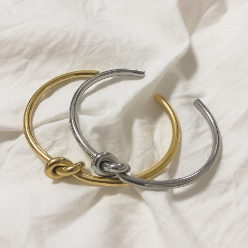 j49.stainless gold knot bangle
