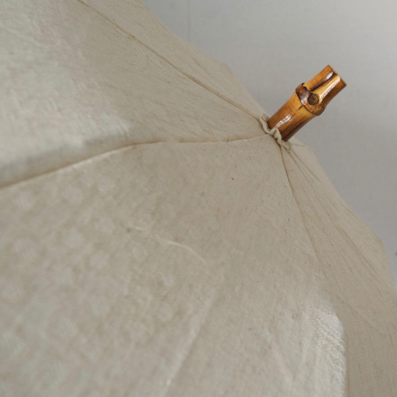 傳(ツタエノヒガサ)コットンリネン織り柄 日傘/ 3段階折り畳みタイプ「ウサギノタスキ -オリエンス生成り 」