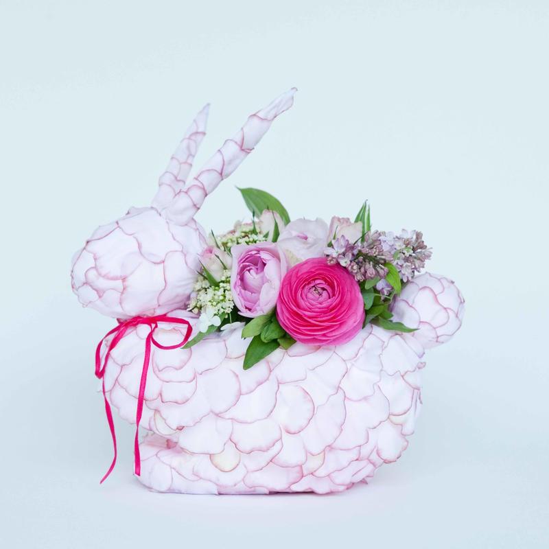 オリジナルうさぎ花器 季節の生花アレンジ付き(ピンク)
