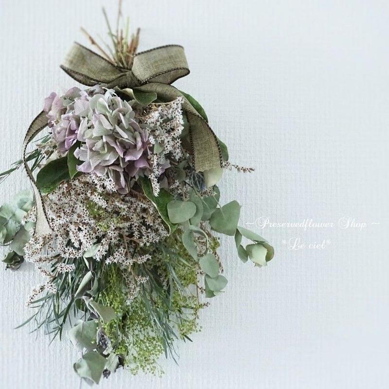 夏のインテリアフラワー 紫陽花とグリーンのスワッグ