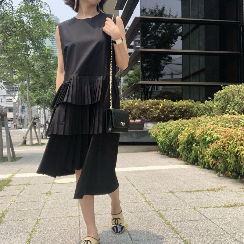 black pleats dress