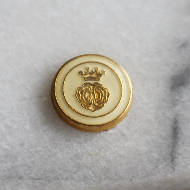 フランス現代ボタン クラウンのクリームボタン 一つ穴15㎜