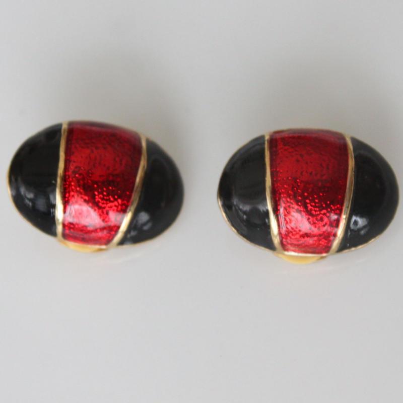 赤と黒の楕円イヤリング〈スペイン マヨルカ島製 デッドストック〉