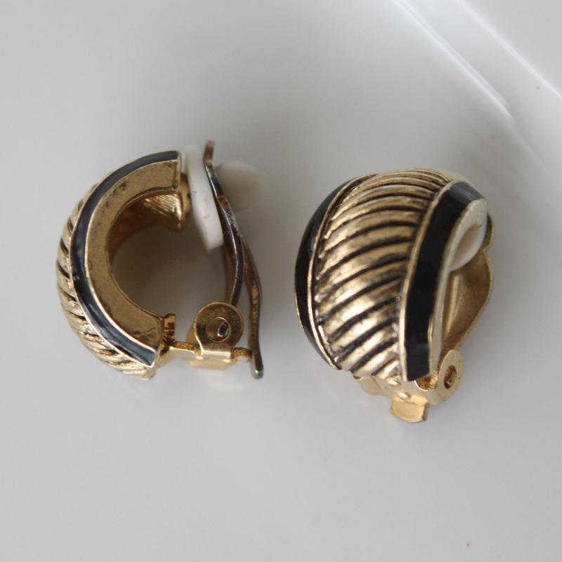 細長ゴールド サイド黒ライン イヤリング〈フランス1980年代デッドストック〉319